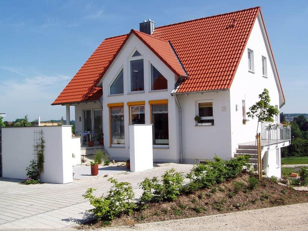 דירה עם גג אדום